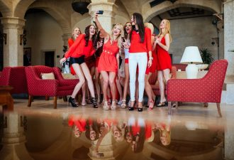 "12 participants of the ""Miss Germany Camp 2015"" sit on a sofa at Kempinski Hotel Soma Bay (Egypt), on February 14, 2015 in Soma Bay (Egypt). The ""Miss Germany"" election 2015 will take place in the Europa Park Rust on 28.02.2015. Photo: picture alliance / R"