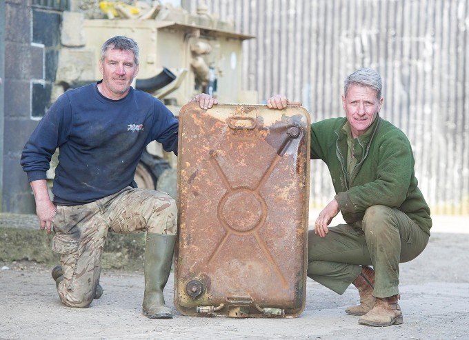 Man-finds-£2-million-of-gold-in-tank_4-680x493