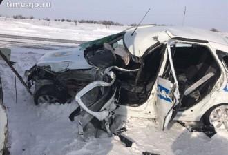Полицейские подставились под КамАЗ близ Павлодара, чтобы спасти детей (2 фото)