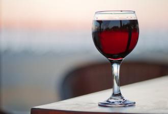 9 причин влюбиться в красное вино навсегда!