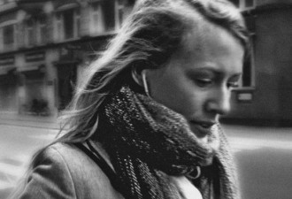 Незамужняя девушка у позорного столба