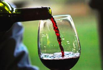 Учёные выяснили, что бокал красного вина приравнивается к 1 часу занятий в спортзале