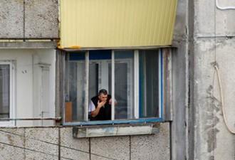 Знакомый снял квартиру в обычной высотке на окраине