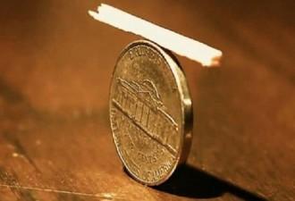 Как убрать спичку с монеты, если они накрыты пластиковым стаканом? (5 фото)