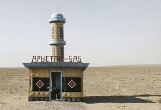 Фото советских автобусных остановок от Кристофера Хервига (Christopher Herwig) (10 фото)