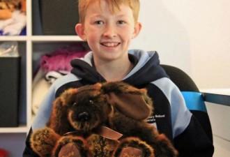 12-летний мальчик научился шить, чтобы сделать более 800 игрушек для больных детей (10 фото)