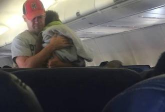 Некоторые пассажиры даже приняли этого человека за отца ребенка