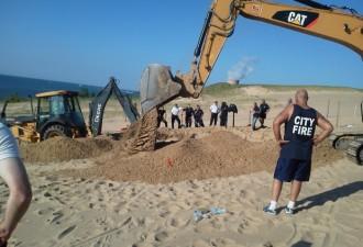 Время от времени в этой песчаной дюне образуются воронки (фото,видео)