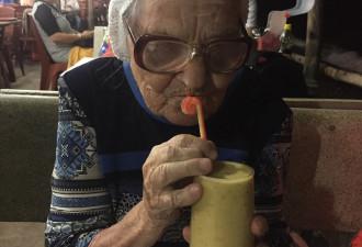 Как 89-летняя жительница Красноярска путешествует по миру на свою пенсию (8 фото)