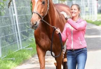 Спортсменка отказалась от участия в Олимпийских играх, чтобы спасти свою лошадь (4 фото)