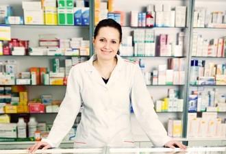 Молодая девушка-фармацевт буквально краснела и «сползала» под прилавок от смеха