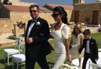 Российский миллионер женился в 13-й раз на своей 11-й жене ( 5 фото)