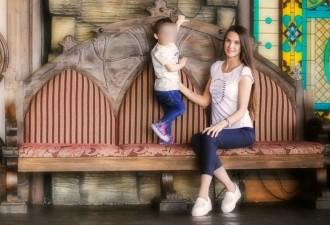 Женщина пнувшая ребенка на детской площадке заявила, что «просто оборонялась»