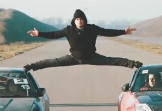 Одесский экстремал повторил трюк со шпагатом Ван Дамма на крышах авто (видео)