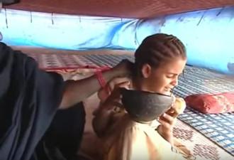8 жутких ритуалов, через которые до сих пор проходят женщины (8 фото)