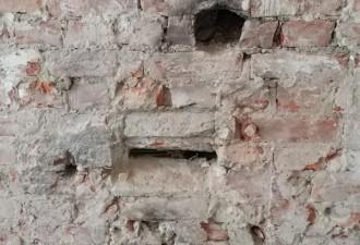 Находка, замурованная в стену 100 лет назад (2 фото)