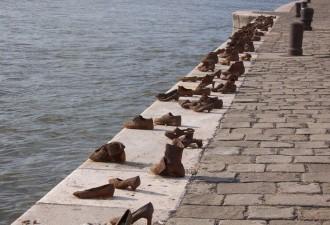 10 самых грустных памятников мира (11 фото)
