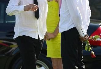 Парень пришел на похороны товарища в платье, но никто не сказал ему ни слова…(3 фото)