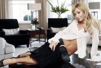 Жена собирается на собеседование: прозрачная блузка, короткая юбка…