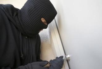 Грабителям даже и в голову не могло прийти, что ожидало их за дверью