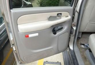 Неожиданный сюрприз в двери подержанного автомобиля (8 фото)