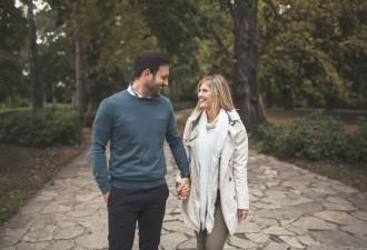 Гуляли с мужем в парке…