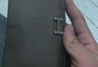 Бездомный нашёл кошелек полный денег и вот ,что он с ним сделал (6 фото)