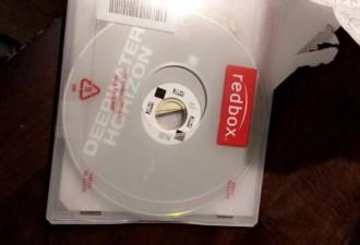 Неожиданная находка внутри взятого напрокат диска (3 фото)