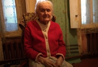 95-летнего ветерана ВОВ обязали выплатить 500 тысяч рублей из-за рухнувшей на машины стены