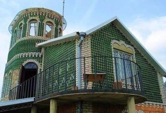 Сможете угадать из чего сделан этот необычный дом? (4 фото)