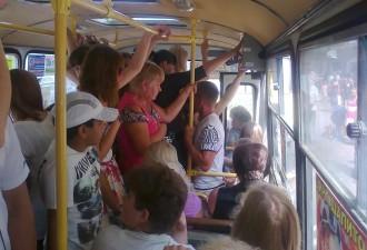 Утро, переполненный автобус