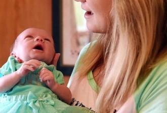 Пока эти родители позировали для фото, врачи заметили что-то необычное в лицах их детей…(5 фото)