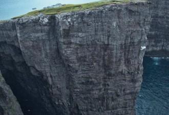 12 невероятных мест на планете, в существование которых сложно поверить (12 фото)