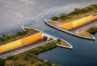 В Голландии построили водный мост, который ломает все законы физики (3 фото)