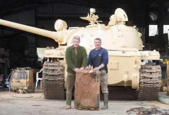 Британец нашел в советском танке неожиданную находку (4 фото)
