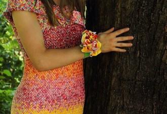 4 года и 10 000 оберток от конфет ушло на создание этого невероятного платья (9 фото)