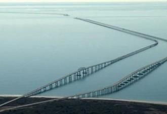 Самый страшный мост пугает всех водителей…