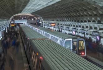 Вот как доставляют под землю вагоны метро…