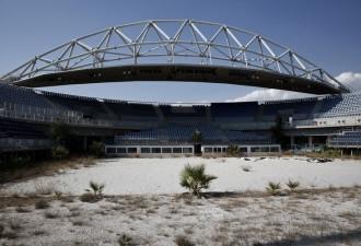 Руины Олимпийских игр 2004 года. На стройку было потрачено 16,6 миллиардов долларов! (10 фото)