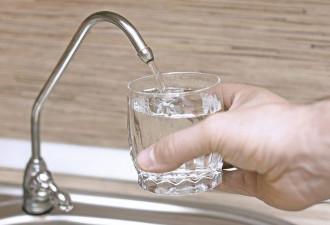 Педиатр объяснил, почему выпивать 8 стаканов воды в день — не только бессмысленно…