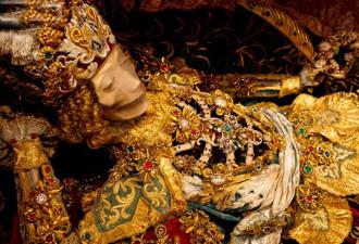 Скелеты в драгоценностях -тайны мира (8 фото)
