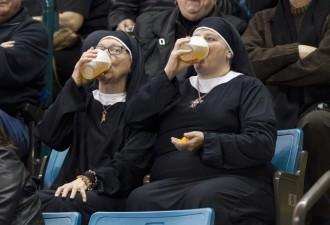 Захотелось монашкам охлаждённого пива