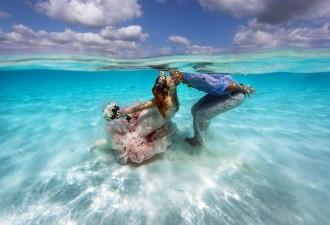 Свадьба посреди океана, прошедшая буквально по пояс в воде (14 фото)