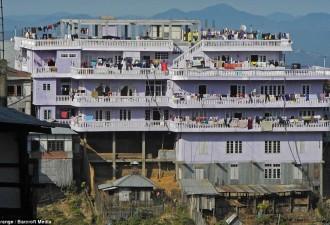Самая большая семья в мире: у мужика 39 жен и 94 ребенка! (5 фото)