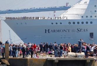 Сошёл на воду крупнейший корабль в истории (12 фото)