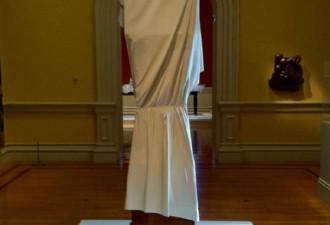 Вы тоже думаете, что скульптура просто покрыта простыней? Вы ошибаетесь!