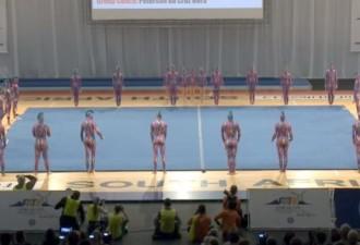 Вокруг мата стоит 31 гимнаст, секундой позже зрители сделают Выдох! (видео)