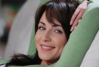 Эту актрису любят миллионы. Но мало кому известно, за кого Анна Снаткина вышла замуж!