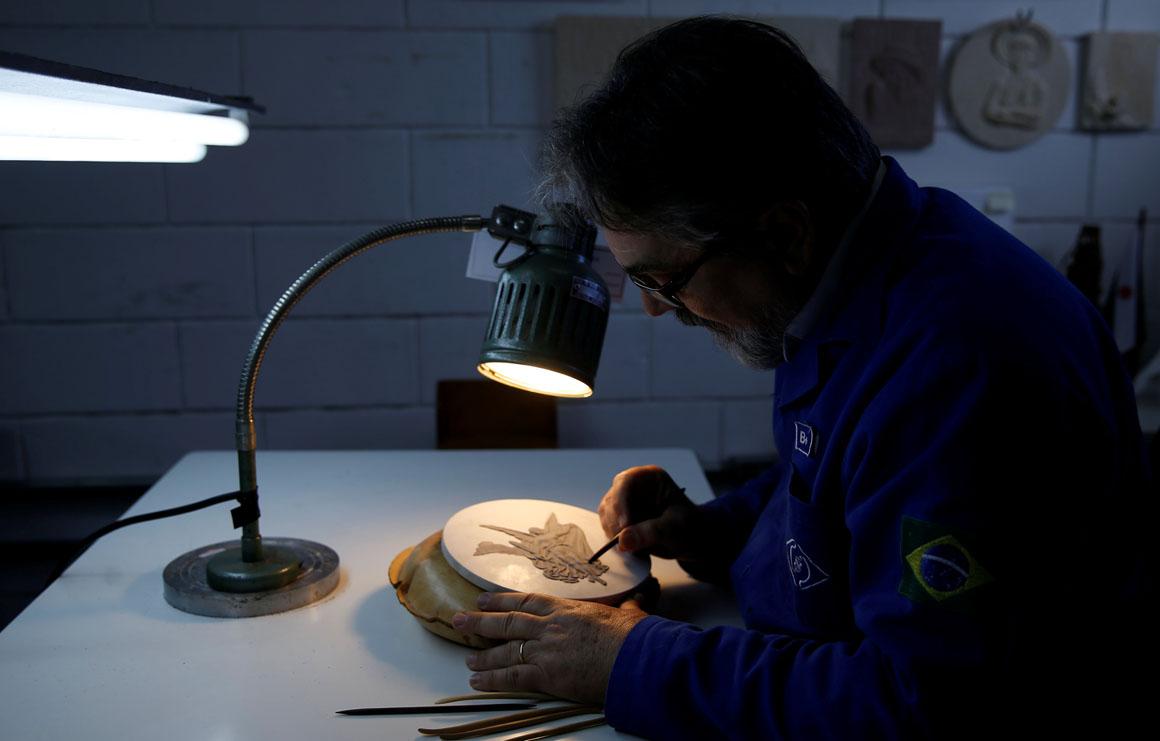 Nelson Carneiro, craftsman from the Casa da Moeda do Brasil (Brazilian Mint) works on the Rio 2016 Olympic medal mold in Rio de Janeiro, Brazil, June 28, 2016.  REUTERS/Sergio Moraes