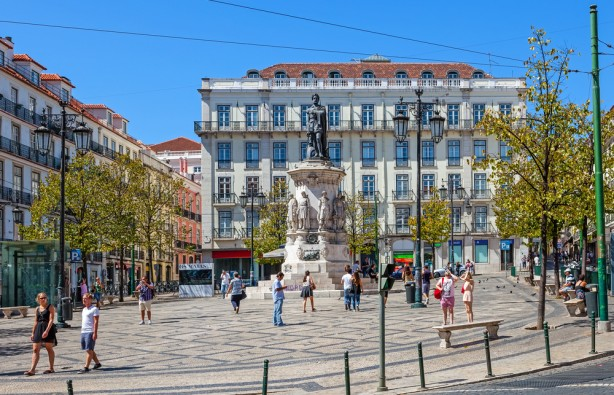 05-12-16-sad-lisbon-1-stockphotosart-614x395